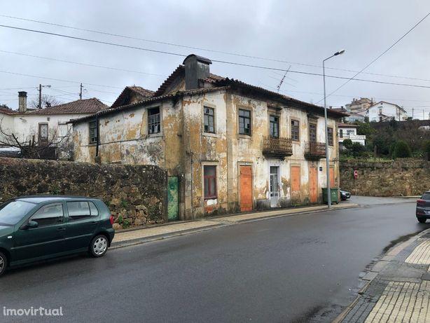 Vendo moradia centenária no centro da cidade de Oliveira de Azeméis