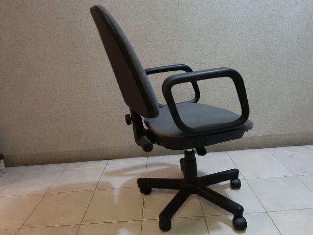 Cadeira de escritorio ergonômica, giratória Altura ajustável