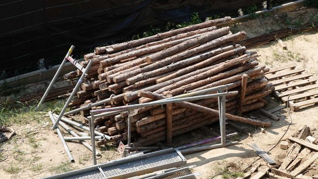 Stemple budowlane, drewno opałowe sosnowe, paliki ogrodzenie