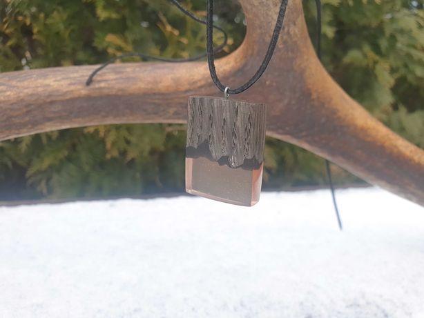 Naszyjnik z drewna i żywicy