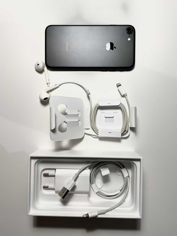 iPhone 7 32 GB + 2x Case + szkło hartowane [stan b.dobry]