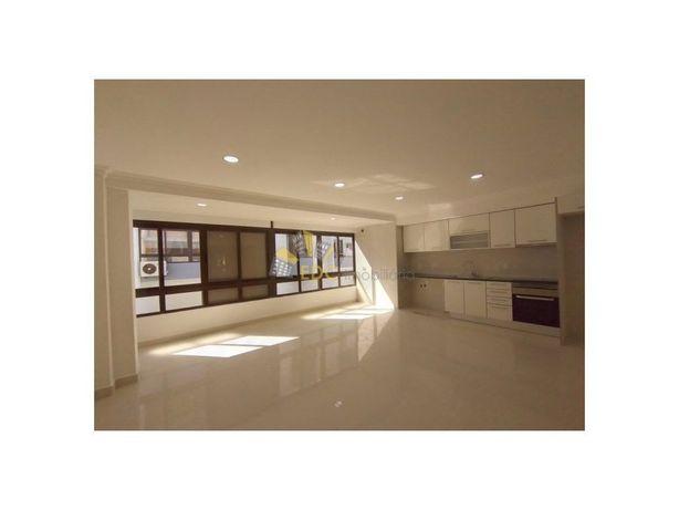 Localizado na zona da Marisol, apartamento T2 remodelado ...