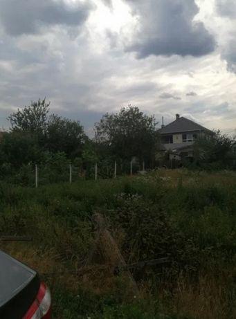 Продажа участка .В окружении жилые дома.