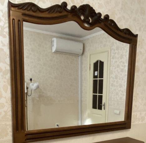 Зеркало, деревянная резная рама ручной работы.