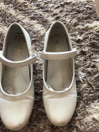 Piękne perłowe baleriny buty komunijne 33