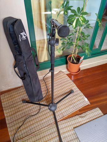 Microfone Staag com  Stander da Peavy e mala de transporte