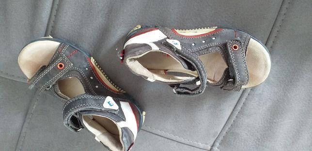 Sandałki chłopiec roz 25
