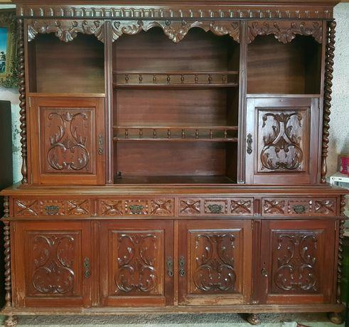 Móvel de madeira antigo