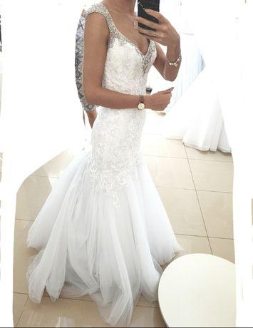 Suknia Ślubna Nowoczesna Rybka Śnieżna Biel Srebro - Welon gratis!