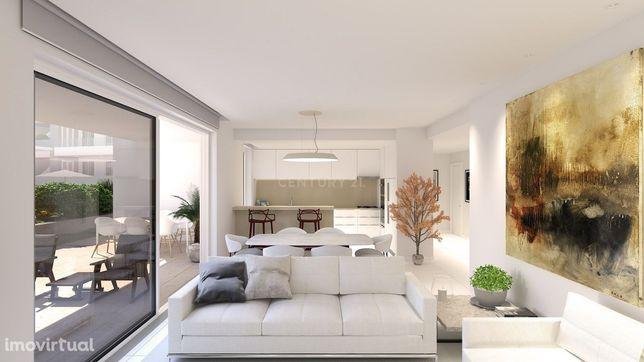 Apartamento T3 + 1  em condomínio de luxo com vista para a Marina de L