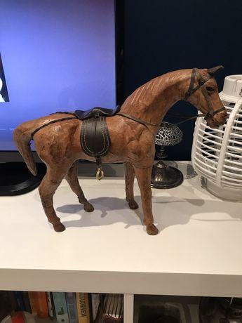 Koń figura drewniana ze skóry figurka konie