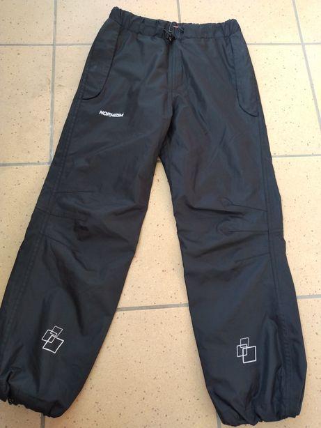 Norheim spodnie zimowe cienkie rozmiar 140 na 10 lat