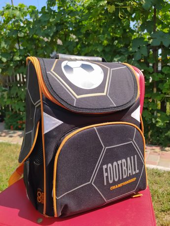 Рюкзак для мальчика младших класов