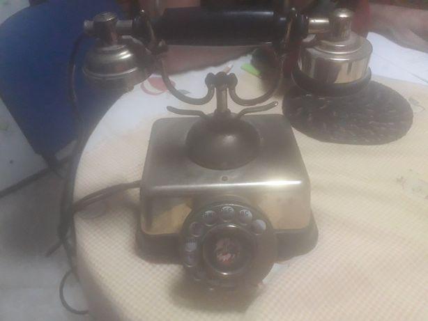 Telefone antigo de metal