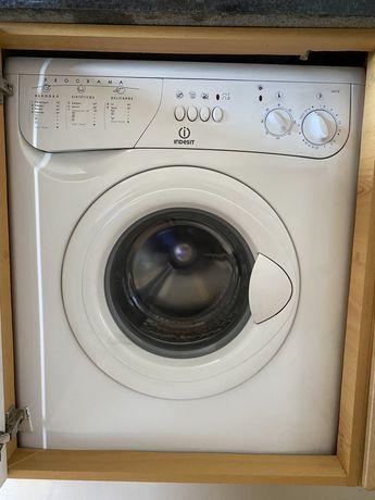 Maquina de lavar roupa INDESIT WA10