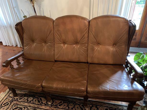Sofas antigos em couro