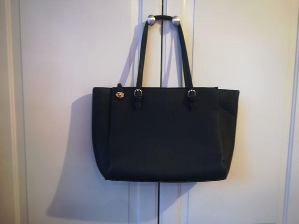 Czarna torebka stradivarius na ramię elegancka duża