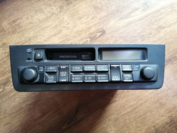 Radio z Hondy Civic VII