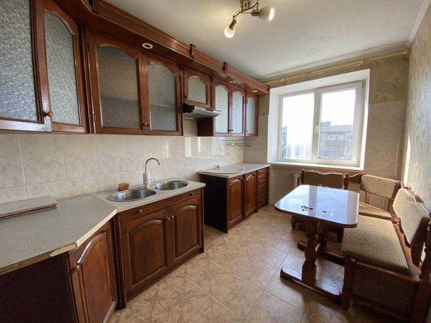 Продам трехкомнатную квартиру на Таирова в районе школьный.