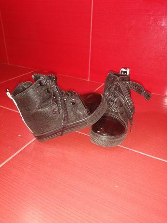 Чорні черевички.