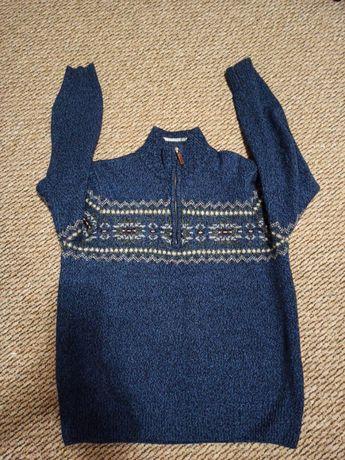 Тёплый свитер,размер М (46)