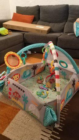 Parque de atividades para bebê