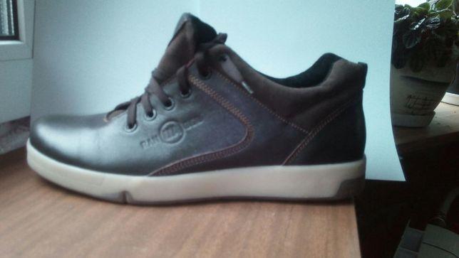 продаю туфлі . шкіряні . не ношені. коричневі. устілка 28 см.