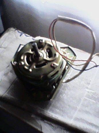 Продам двигатель на стиральную машинку полуавтомат Saturn !