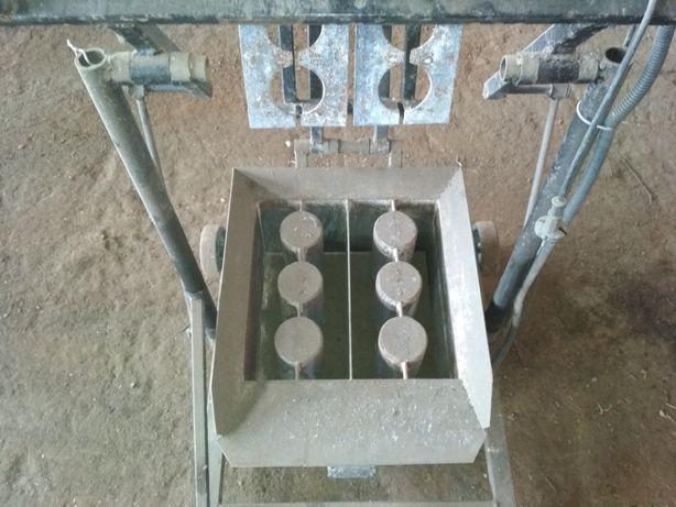 Станок для изготовления блоков,шлакоблоков