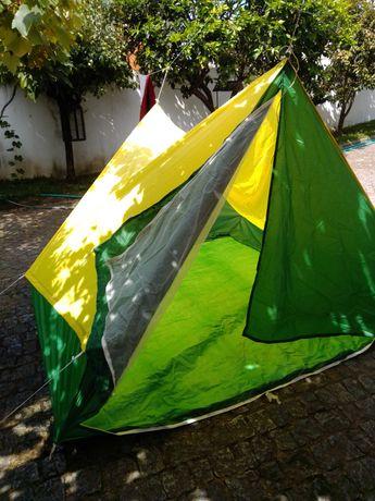 Tenda/ Barraca de campismo 3/4 pessoas