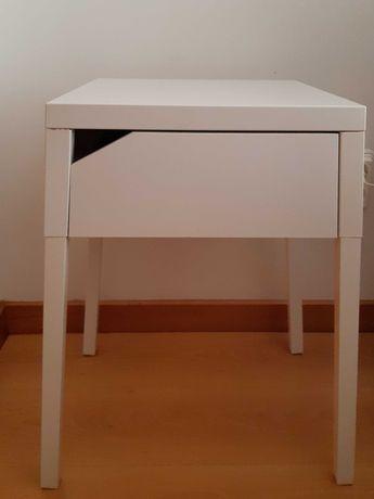Mesa de Cabeceira branca Ikea modelo Selje