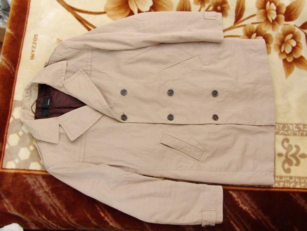 Стильная мужская куртка тренч Bertoni. Размер L (48-50). Утепленная.