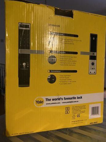 Fechadura para porta digital YALE