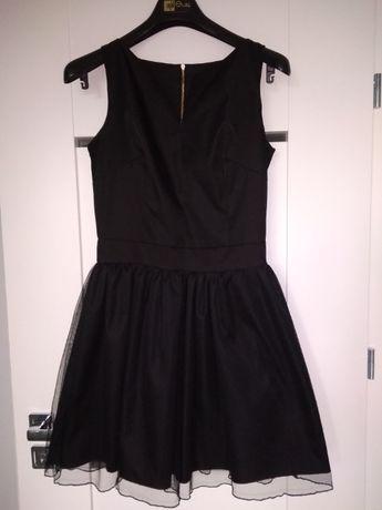 Czarna sukienka rozkloszowana tiul