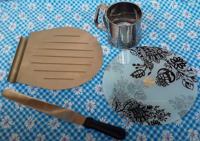 Инструменты для кондитера; для выпечки тортов и др. изделий