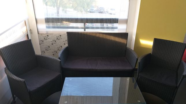 Conjunto de 3 cadeirôes e mesa ( com vidro)