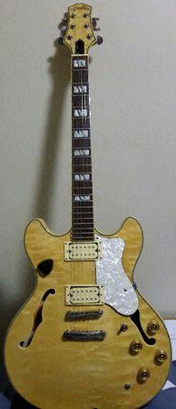 Продам электрогитару(полубанка) Delta,кореец 1997г.