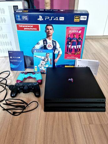 Ps4 Pro 1 TB pełne okablowanie + 2 pady + FIFA 19