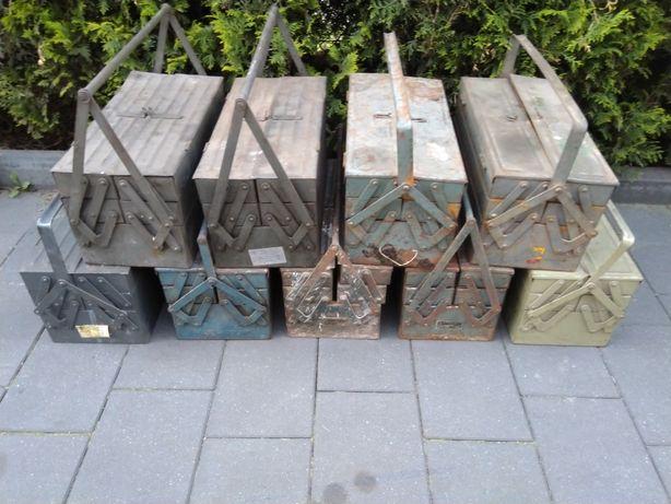 Skrzynka narzędziowa metalowa PRL składana skrzynia vintage