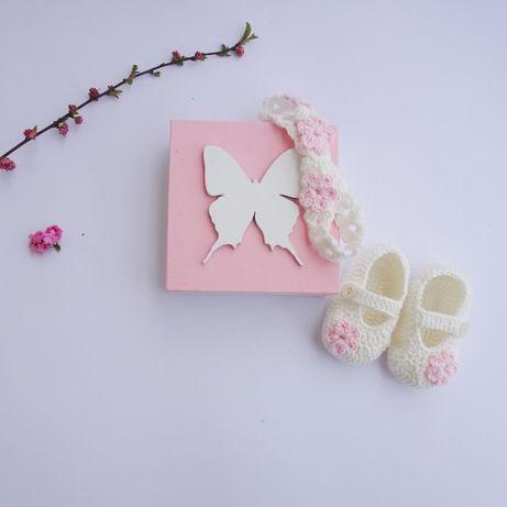 Zestaw buciki, opaska i pudełko/ chrzest/prezent baby shower.