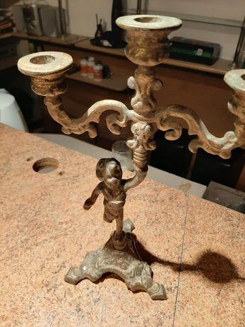 Stary zabytkowy świecznik