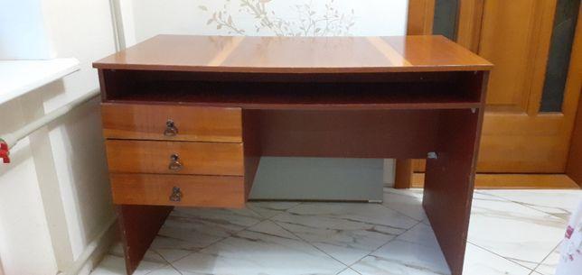 продам письменный стол однотумбовый полированный .