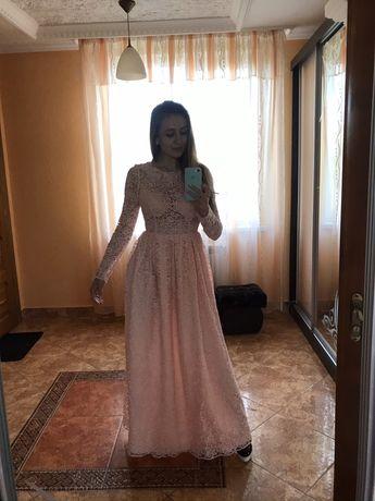 Казкова вечірня сукня з мережива