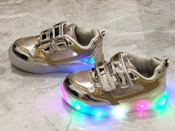 Моднявые светящиеся кроссовки! Детки в восторге от них!