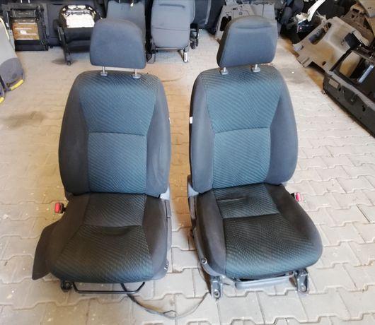 Fotele siedzienia przód Toyota Verso 12-