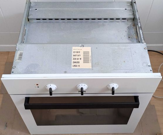 Forno elétrico de encastre Zanussi modelo ZOB 651 W