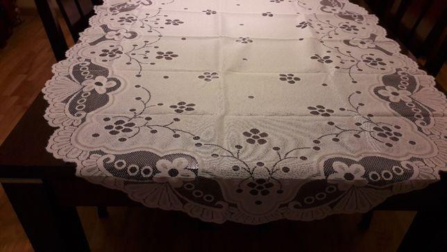 Biały żakardowy obrus , serweta 100x150 owal