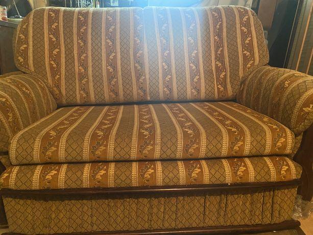 Sofa rozkladana w dobrym stanie