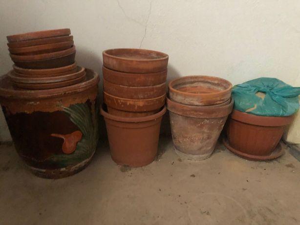 Vasos de barro de vários tamanhos