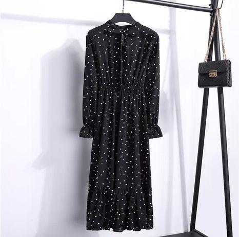 Черное шифоновое платье в принт сердечка чорна сукня міді